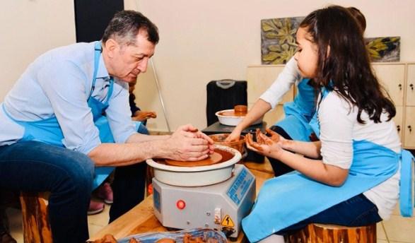 Küçük Öğrencilerden Bakana Çömlek Dersi