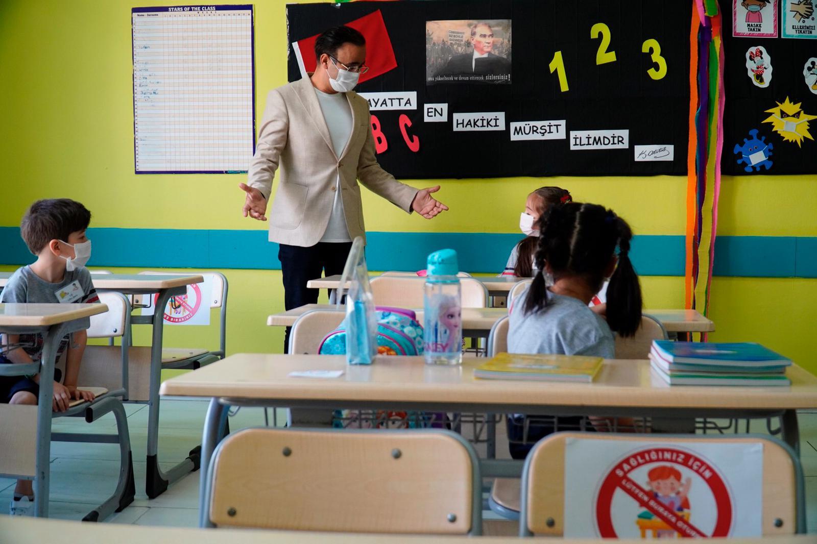 İzmir'de Yüz Yüze Eğitim Başladı