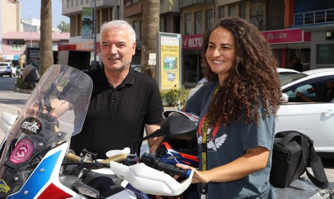 Kadın Akademisyen Motorsiklet Turuna Çıktı